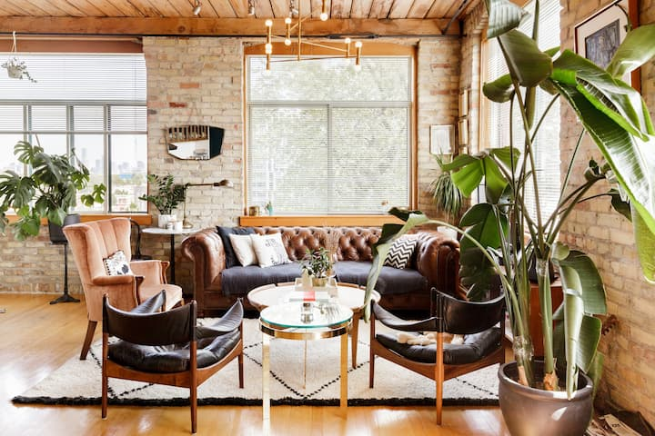 Authentic Loft in Stylish Parkdale